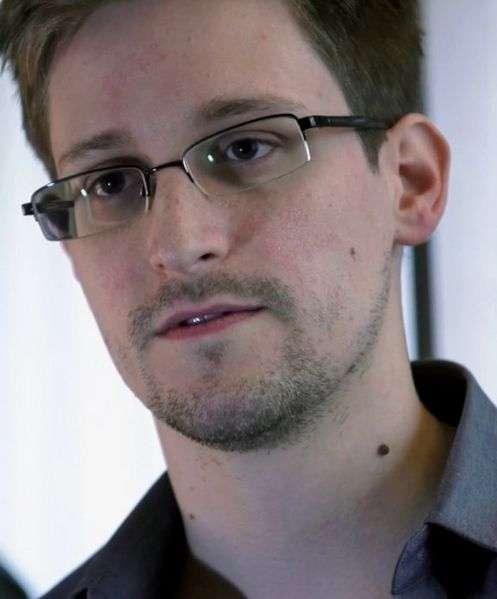 En 2013, Edward Snowden a révélé l'existence d'un programme d'espionnage américain mis en place par la NSA (National Security Agency). Celui-ci s'appuyait sur une collecte massive de données personnelles de millions de citoyens, d'institutions et de chefs d'État. © Laura Poitras, Praxis Films, Wikimedia Commons, CC by 3.0