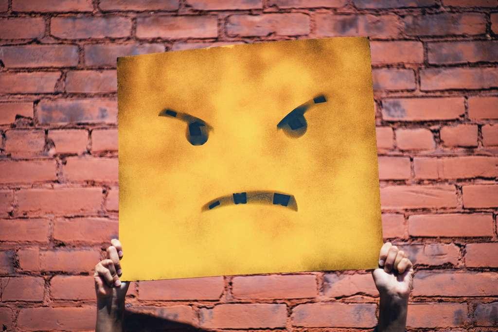 Lorsque nous nous mettons en colère, les muscles de notre visage se contractent automatiquement. Le reflet de l'effort que nous consentons à résoudre le conflit. © Andre Hunter, Unsplash
