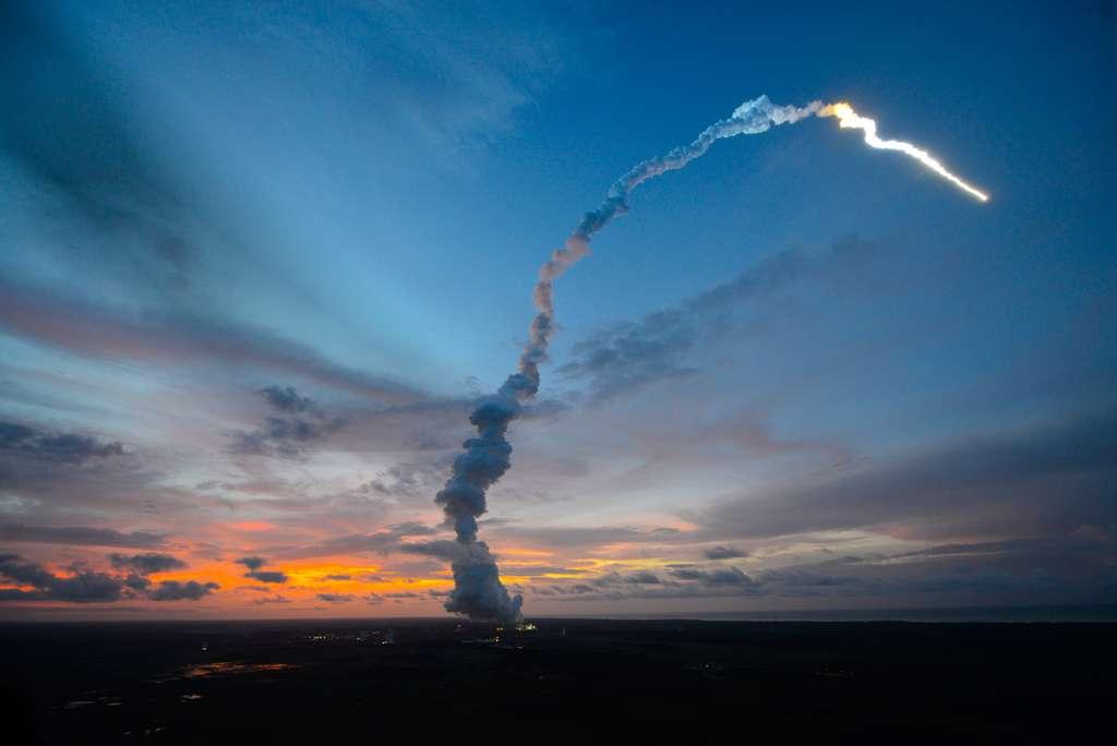 Après un lancement réussi, l'ATV-4 Albert Einstein est en route pour la Station spatiale internationale qu'il rejoindra le 15 juin. © S. Corvaja, Esa