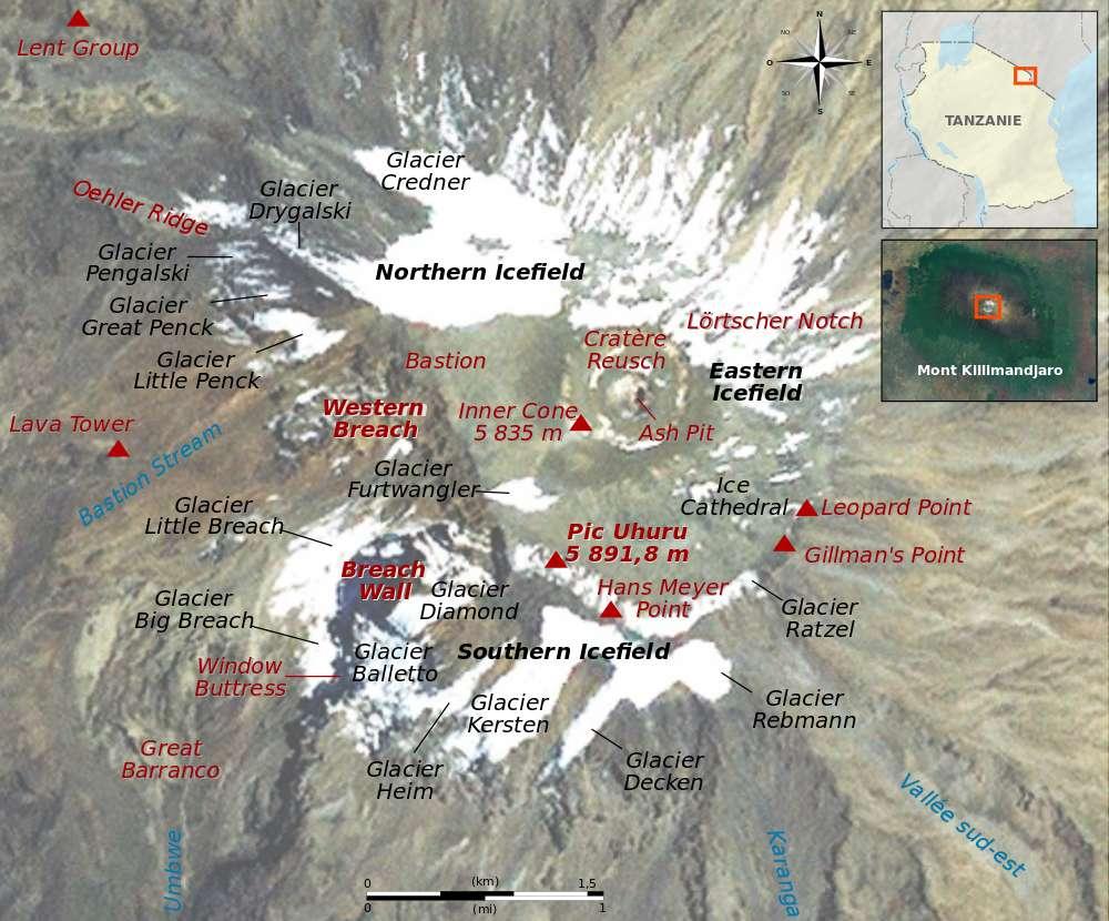 Cette image satellite légendée a été prise le 15 avril 2008. L'image est fournie par le satellite Landsat7. La façade méridionale (Southern Icefield, en anglais) contient plus de glaciers que la façade septentrionale (Northen Icefield, en anglais). © Sémhur, Wikimedia Commons, cc by sa 3.0