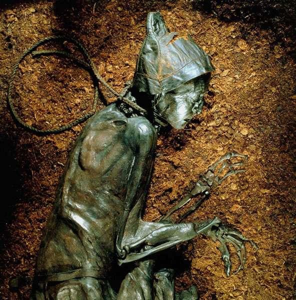 L'homme de Tollund retrouvé dans une tourbière. © Musée de Silkeborg, Dunod