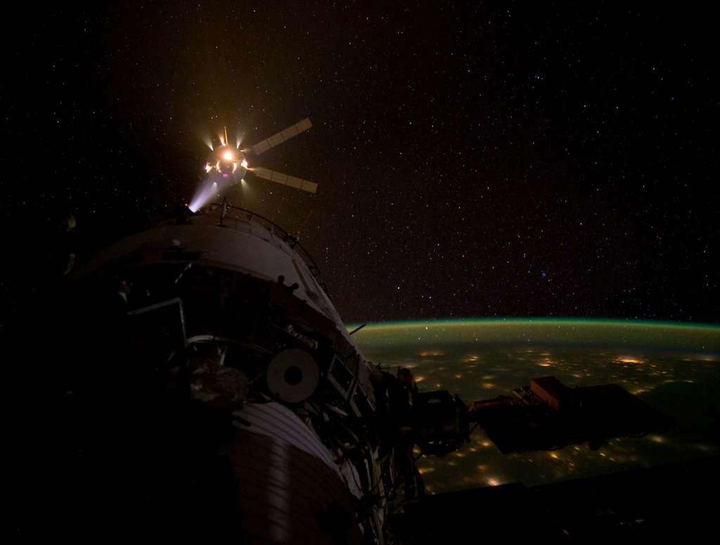L'ATV Edoardo Amaldi en phase d'approche finale de la Station spatiale. © Nasa