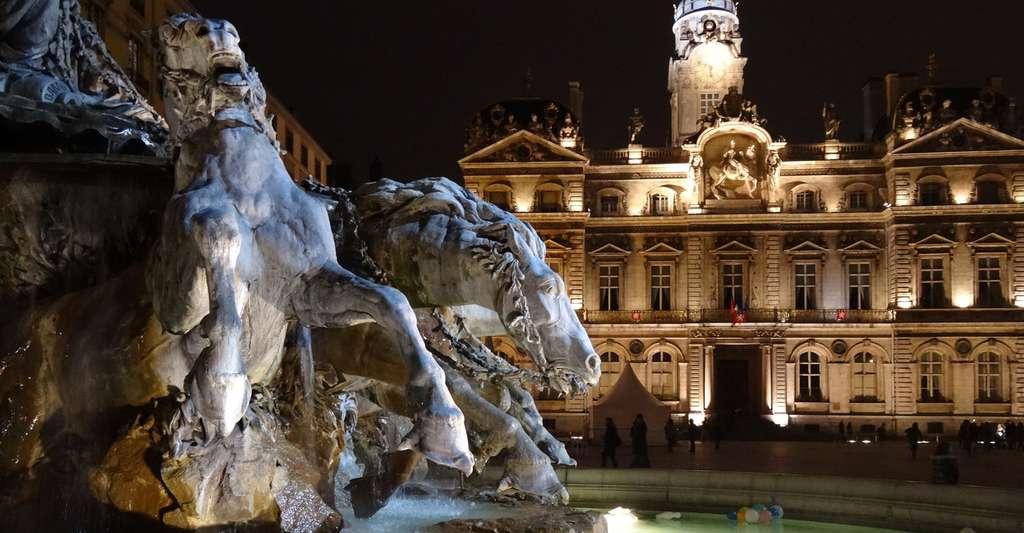 Quelle est l'histoire de Lyon et quels sont les lieux d'intérêt de la ville ? Ici, la place des Terreaux, à Lyon. © Bertomic, Pixabay, DP