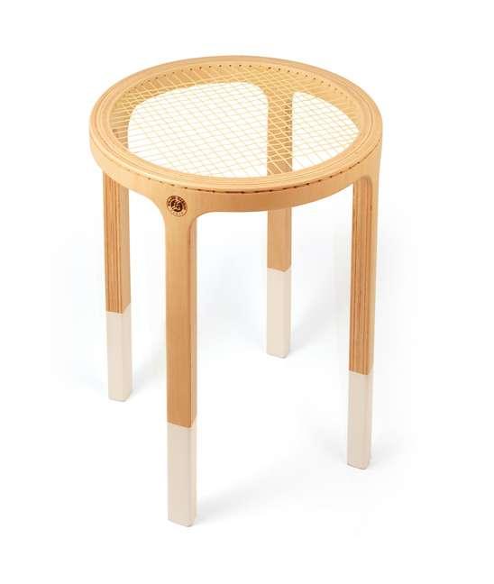 Exemple de mobilier inspiré du sport : un tabouret en raquette de tennis. © 5.5 Designers