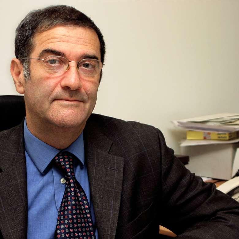 Né en 1944 à Casablanca, Serge Haroche a fait ses études à l'École normale supérieure (ENS). Il a été chercheur au CNRS mais depuis 2001, il est professeur au Collège de France dans la chaire de physique quantique. © Collège de France