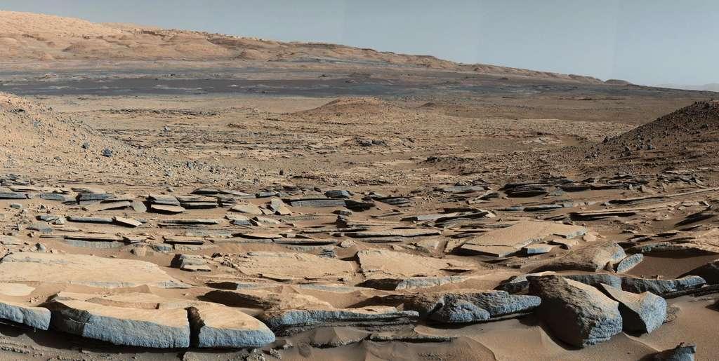 Restes d'un lac vieux de 3,5 milliards d'années qui remplissait autrefois le cratère Gale. Les scientifiques de la Nasa ont conclu dès le début de la mission Curiosity que Mars était habitable il y a longtemps, en se basant sur l'étude des restes de mudstone comme ceux-ci. © Nasa, JPL-Caltech, MSSS