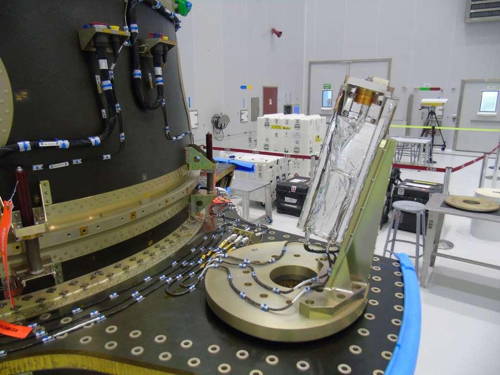La structure ASAP-S du Soyouz-ST, utilisée pour emporter plusieurs charges utiles avec, au premier plan, le système de lancement des trois CubeSats de Fly Your Satellite ! © Esa