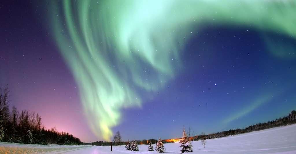 Aurore boréale en Alaska. © Joshua Strang, Domaine public