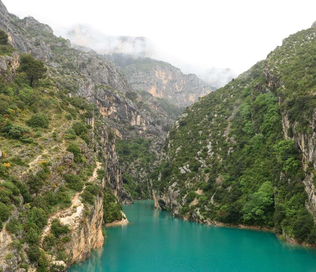 Une vue du lac de Sainte-Croix, au pied des gorges du Verdon, situé entre les départements du Var et des Alpes de Haute-Provence. © Benh, Wikimedia Commons, GNU1.2