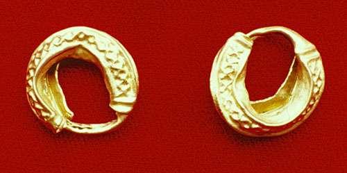 Boucles d'oreille en or (forêt de Haguenau, début de la seconde partie du VIe s. av. J.-C.). © André Beauquel - Tous droits réservés, reproduction interdite