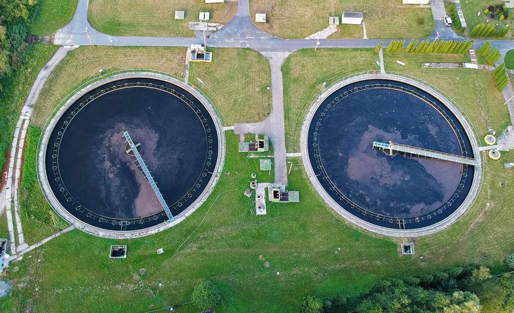 Les stations d'épuration doivent gérer de grandes quantités de matières fécales contaminées par des bactéries antibiorésistantes. © FStockLuk, Fotolia