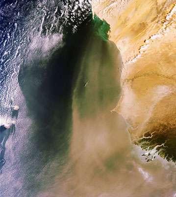 Cliquez-sur la photo pour accéder à la galerie Du sable et de la poussière venus du Sahara - Crédits : Esa