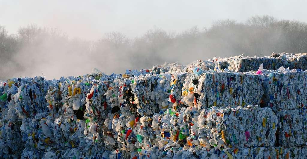 Des combustibles dits solides de récupération peuvent être fabriqués à partir de déchets non valorisés, mais non dangereux ou polluants comme des déchets de chantiers ou des plastiques et des déchets ménagers. © Richard Villalon, Adobe Stock
