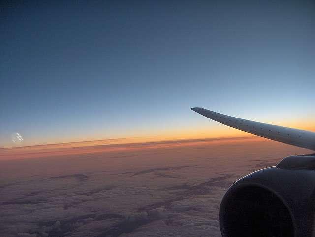 La caféine peut apporter une solution contre le « jetlag », un syndrome dû au décalage horaire lors de longs voyages en avion. © Esther Dyson, Flickr, CC by-nc 2.0