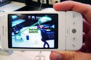 Cliquer pour agrandir. Le système mis au point par les ingénieurs du FIT permet à un téléphone de reconnaître les appareils électriques domestiques et d'afficher en temps réel leur consommation énergétique. © FIT