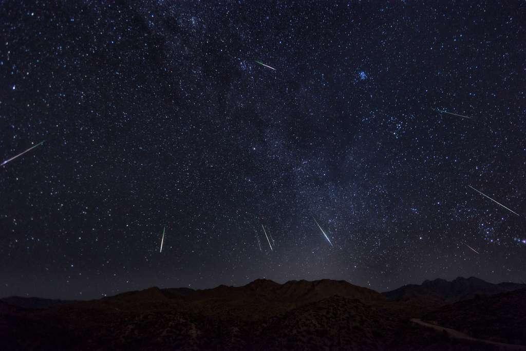 Le ciel d'Arizona parsemé d'étoiles filantes