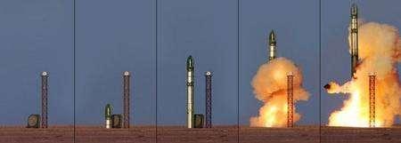 Images d'archives : lancement de Genesis 1 au moyen d'un missile converti de la société russe ISC Kosmotras Dniepr. Crédit Bigelow Aerospace.