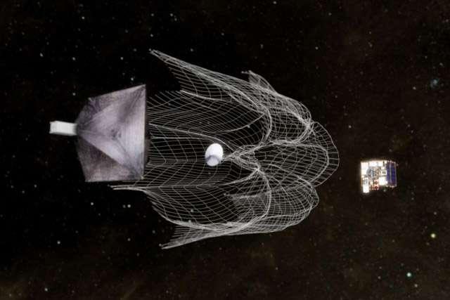 Scénario de capture d'un petit satellite à l'aide d'un filet lancé par un satellite chasseur. © SST