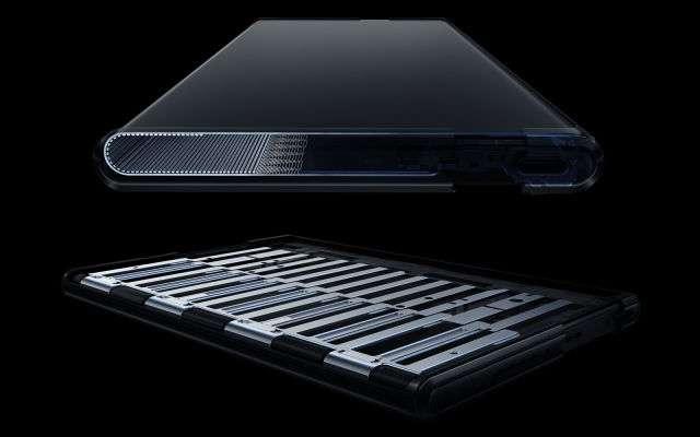 Le système d'ailettes permet d'équilibrer l'enroulement et le déroulement de l'écran. © Oppo