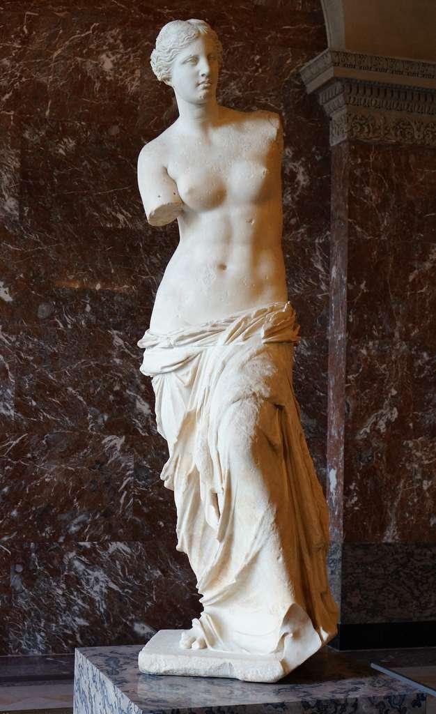 La Vénus de Milo au musée du Louvre. © Wikimedia Commons, domaine public.
