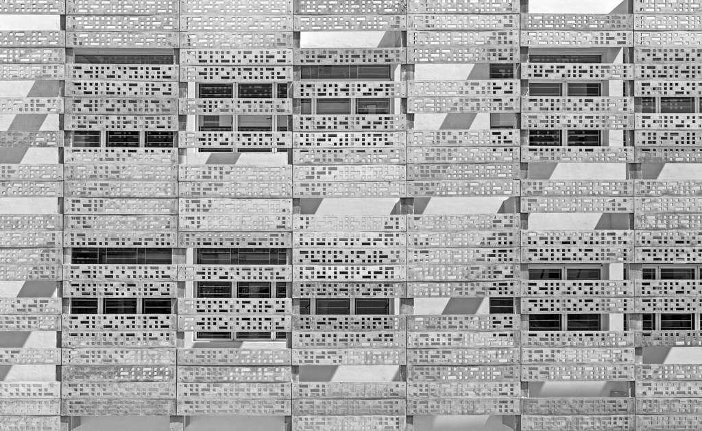 Façade en béton perforée du Vidya Mandir (Inde), par KSM Architecture. © B.R.S.Sreenag