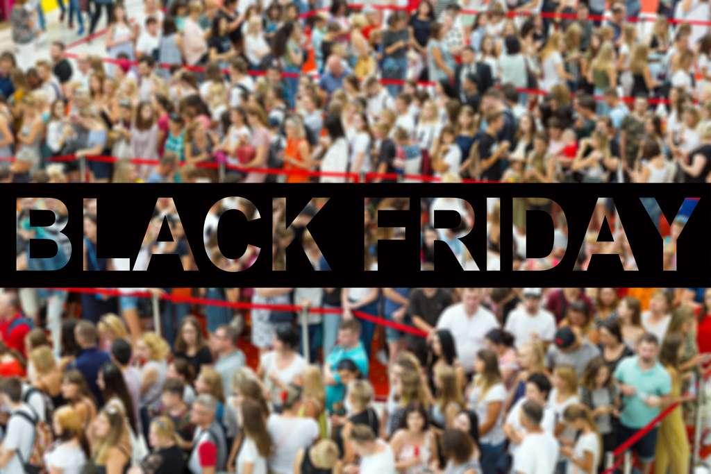 La foule se comporte à peu près comme pendant une évacuation d'urgence lors d'un Black Friday. © godlikeheart, Adobe Stock