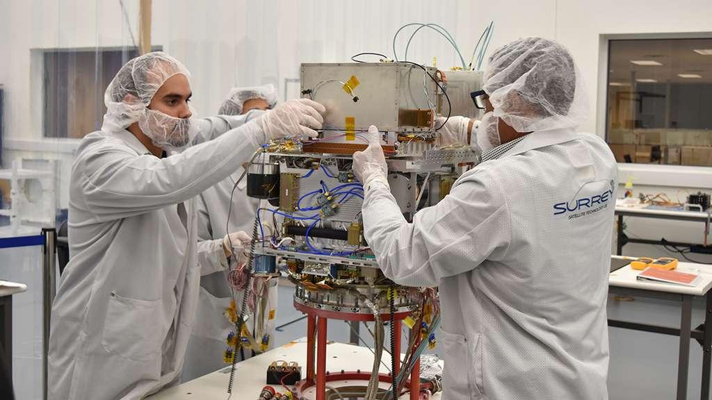 L'horloge atomique sera testée en orbite durant un an avant d'être embarquée dans les futures missions spatiales lointaines. © General Atomics