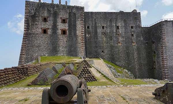 Au pied de la citadelle du roi Christophe. © Antoine, tous droits réservés