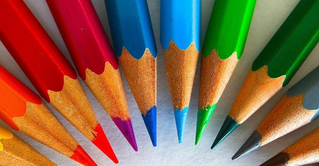 En Autriche, Joseph Hardtmuth a, en parallèle des travaux de Nicolas-Jacques Conté, lui aussi invente une mine de crayon mélangeant argile et graphite. Et c'est Lothar Faber qui donna, un peu plus tard, leur forme hexagonale aux crayons pour les empêcher de rouler. © 422737, Pixabay License