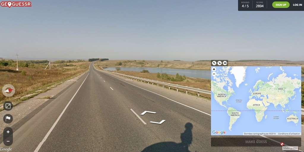 GeoGuess consiste à resituer une image prise au hasard dans Google Street View. On clique sur un point de la mappemonde puis l'on appuie sur le bouton « make a guess » pour voir à quelle distance exacte on se situe de la vérité. © GeoGuess