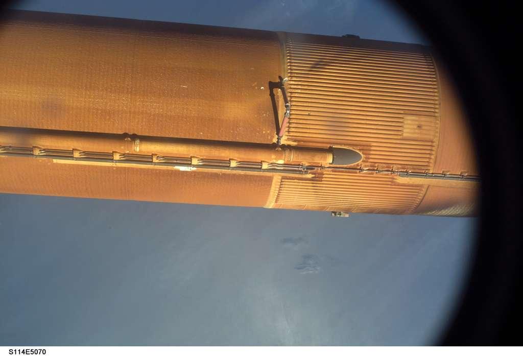 Photographie du réservoir externe de Discovery