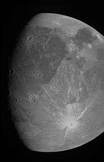 Les premières images de Ganymède prises par la sonde Juno