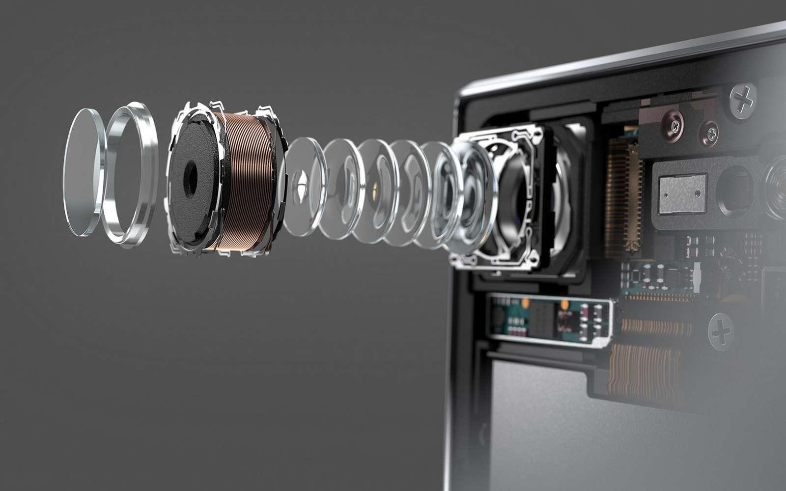 D'année en année, les capteurs deviennent de plus en plus puissants mais aussi de plus en plus volumineux à l'arrière d'un appareil. © Samsung