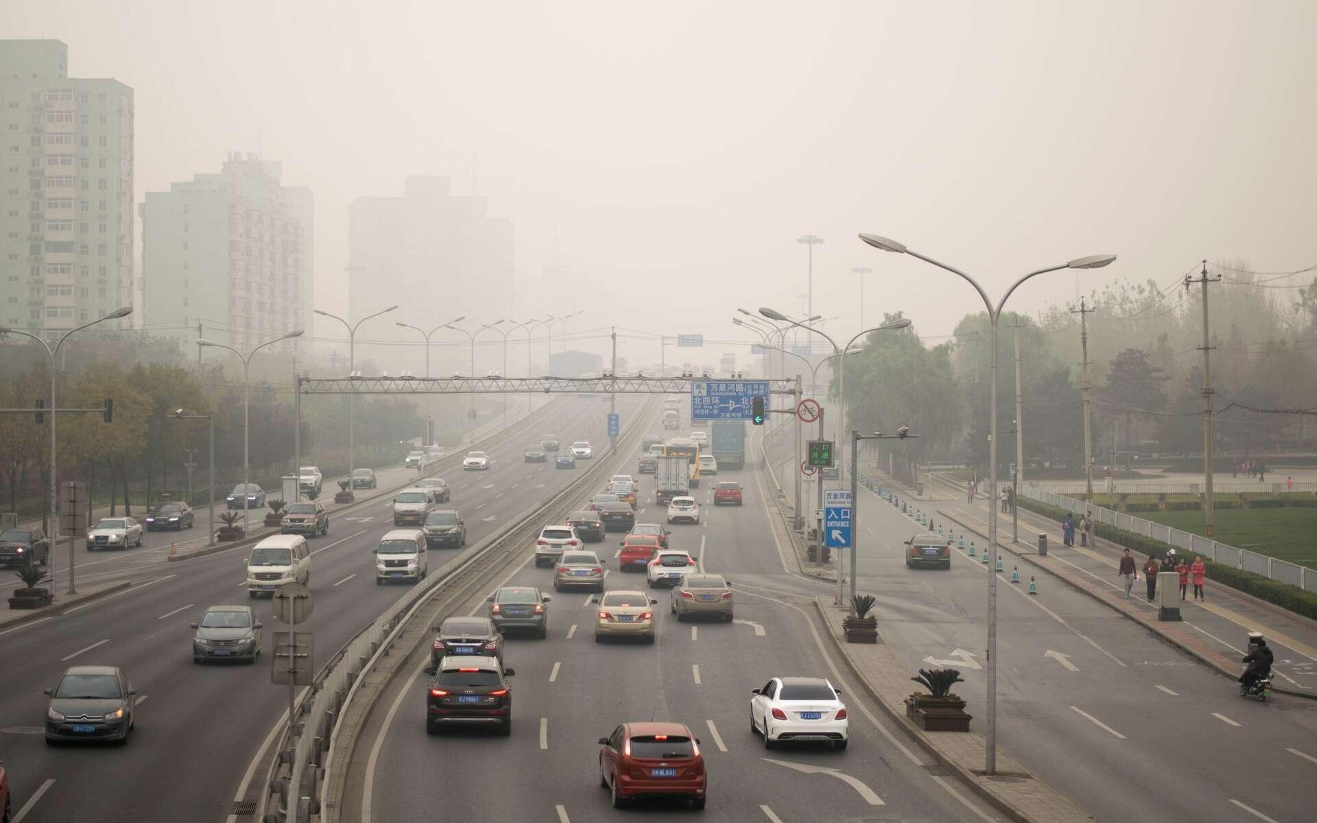 En ville, la pollution varie beaucoup d'un endroit à l'autre et d'un moment à l'autre. Réaliser un suivi en trois dimensions n'a rien de simple. Des bactéries génétiquement modifiées et déplacées par un drone peuvent résoudre ce problème. La méthode pourrait être adaptée pour des mesures à l'intérieur de bâtiments. © Nahorski Pavel, Shutterstock