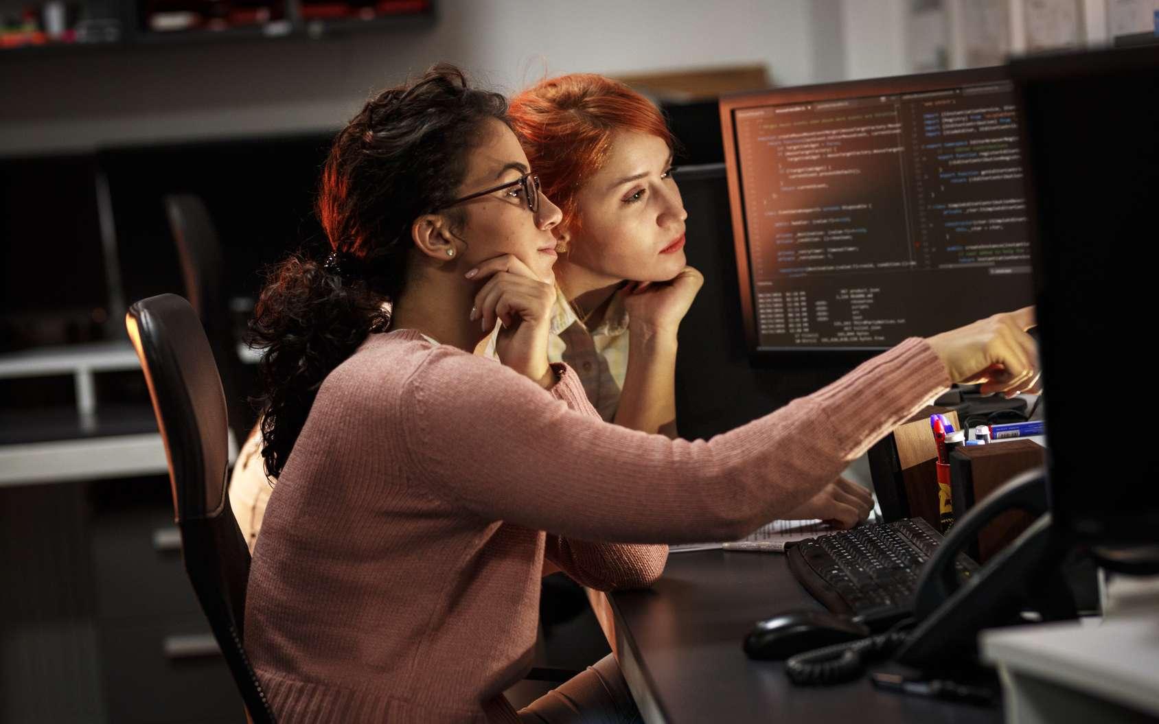 http://bit.ly/2Rmz9QILe métier de développeur est délaissé par les jeunes filles. Lucile, jeune ingénieure travaillant sur la conception visuelle des produits, nous explique son parcours d'études et son métier au sein de la compagnie américaine IBM. © Illustration : SolisImages, Fotolia