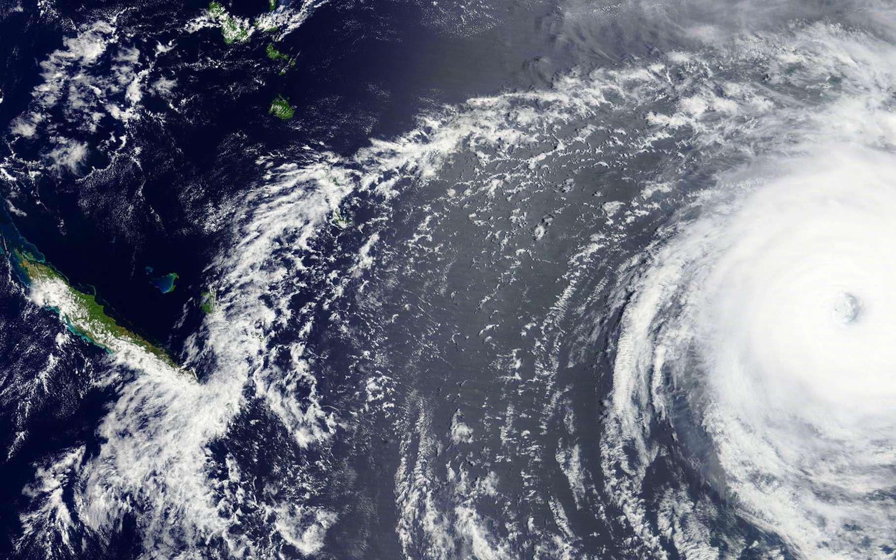 Lorsque l'on prend de la hauteur, on comprend aisément comment les ouragans, les typhons et les cyclones peuvent être aussi dévastateurs et parfois, meurtriers. Ici, le cyclone Gita s'approchant des Tonga en février 2018. Heureusement, seulement deux morts furent à déplorer après son passage. © lavizzara, Fotolia