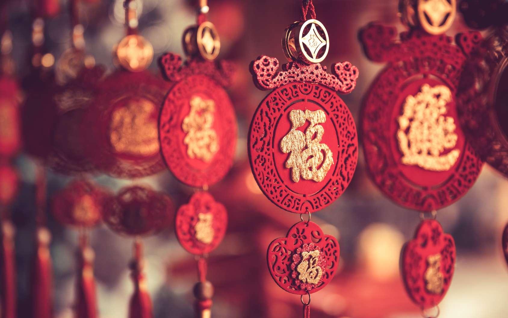 À l'occasion de la fête du Nouvel An chinois, l'on fait danser des dragons dans les rues. © Beboy, Fotolia