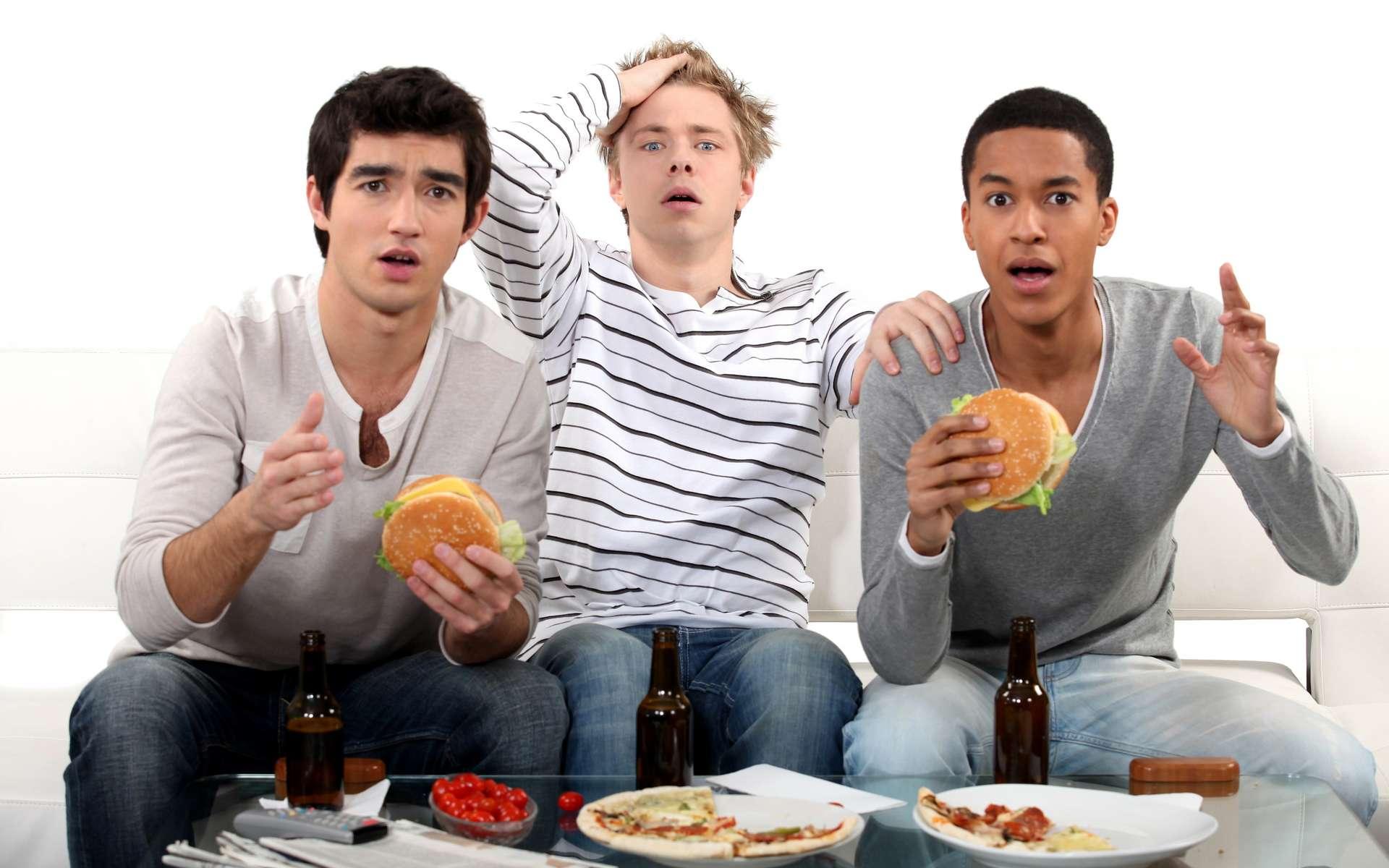 Les triglycérides proviennent des corps gras. Le cholestérol est produit par le foie. © Phovoir