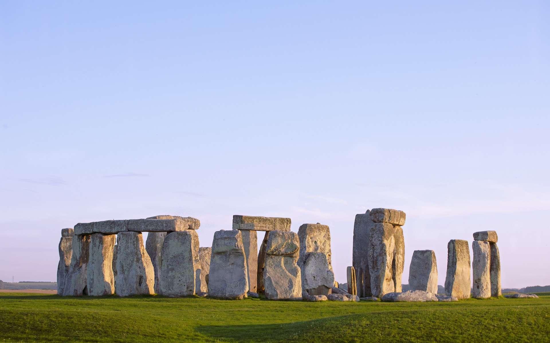 Avec la mise au jour d'une structure préhistorique, unique, découverte non loin du site de Stonehenge, les archéologues n'en finissent pas de découvrir de nouveaux indices sur le passé de nos ancêtres. © MindestensM, Adobe Stock