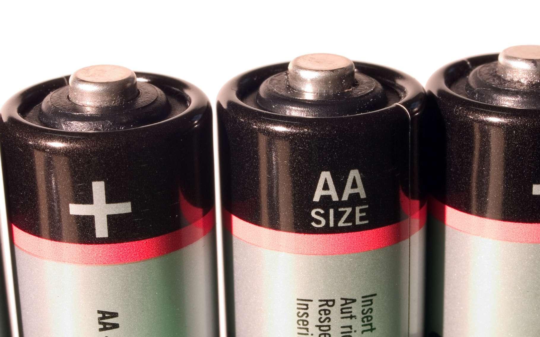 Le terme cathode peut être employé pour désigner la borne positive d'une pile. © Dmytro Bernd Kröger, Fotolia