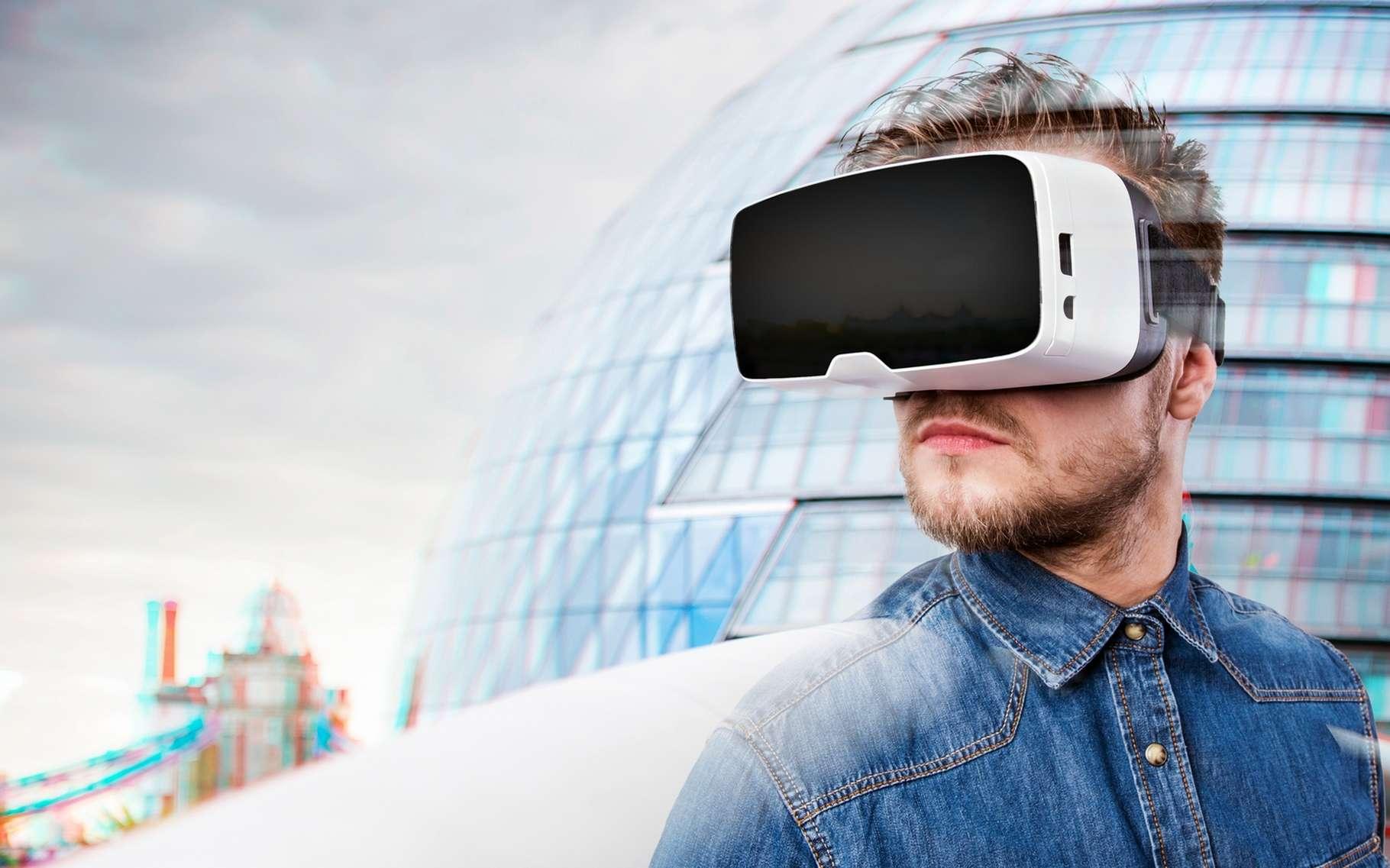 Peu onéreux et simples à utiliser, les casques de réalité virtuelle sur smartphones sont à ce jour la solution la plus abordable pour découvrir cette technologie. Mais leur ergonomie laisse à désirer et la qualité de l'immersion n'est pas au niveau de celle qu'offrent les casques sur PC type Oculus Rift et HTC Vive. © Halfpoint, Shutterstock