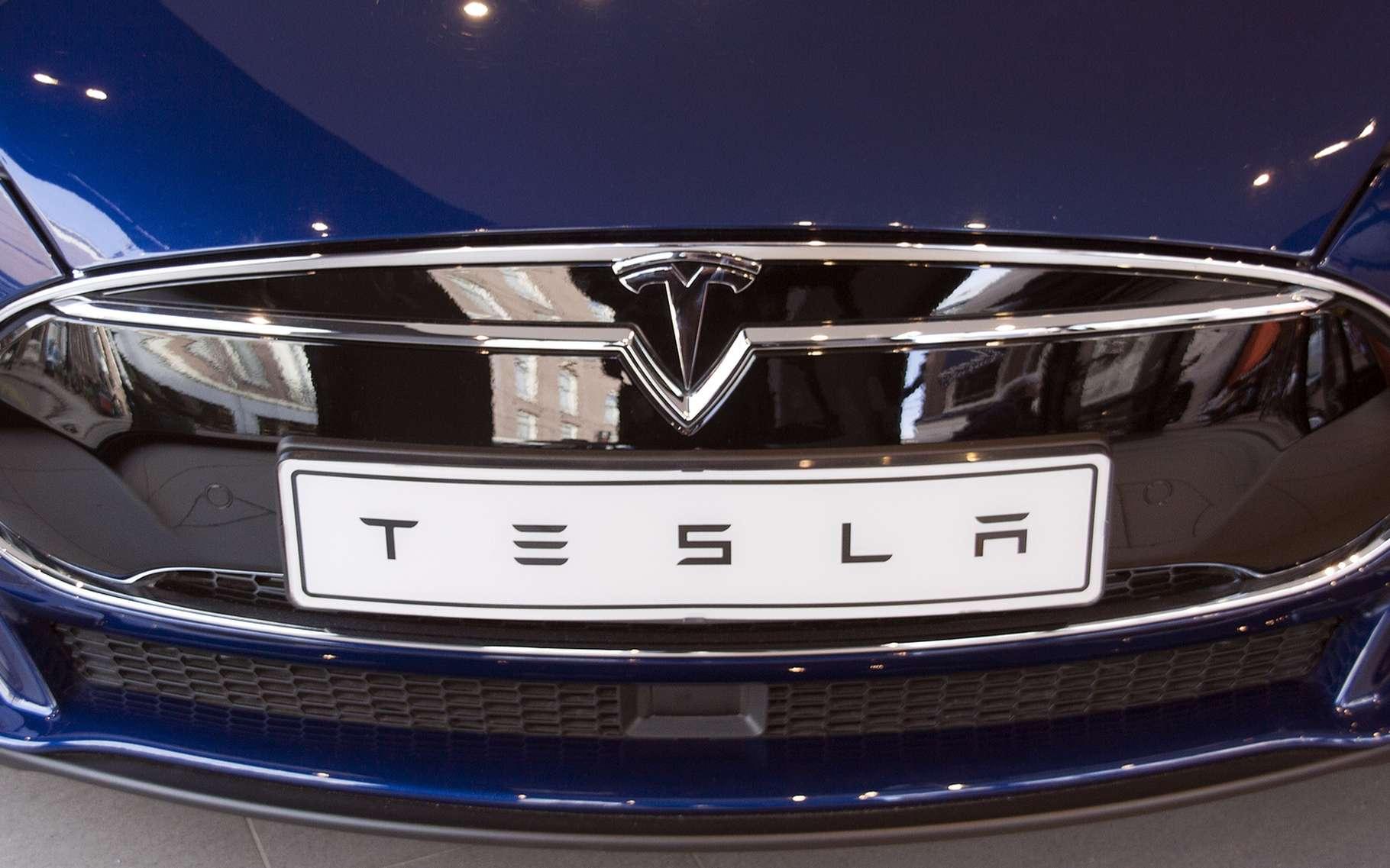 Dès à présent, toutes les Tesla en production vont recevoir l'équipement nécessaire pour en faire des voitures autonomes. © JPstock, Shutterstock