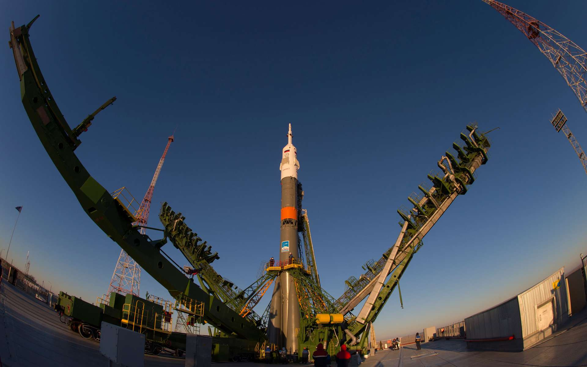 Le lanceur Soyouz et la capsule TMA-15M sur son pas de tir du cosmodrome de Baïkonour. Son lancement est prévu ce dimanche 23 novembre 2014. © Esa, S. Corvaja