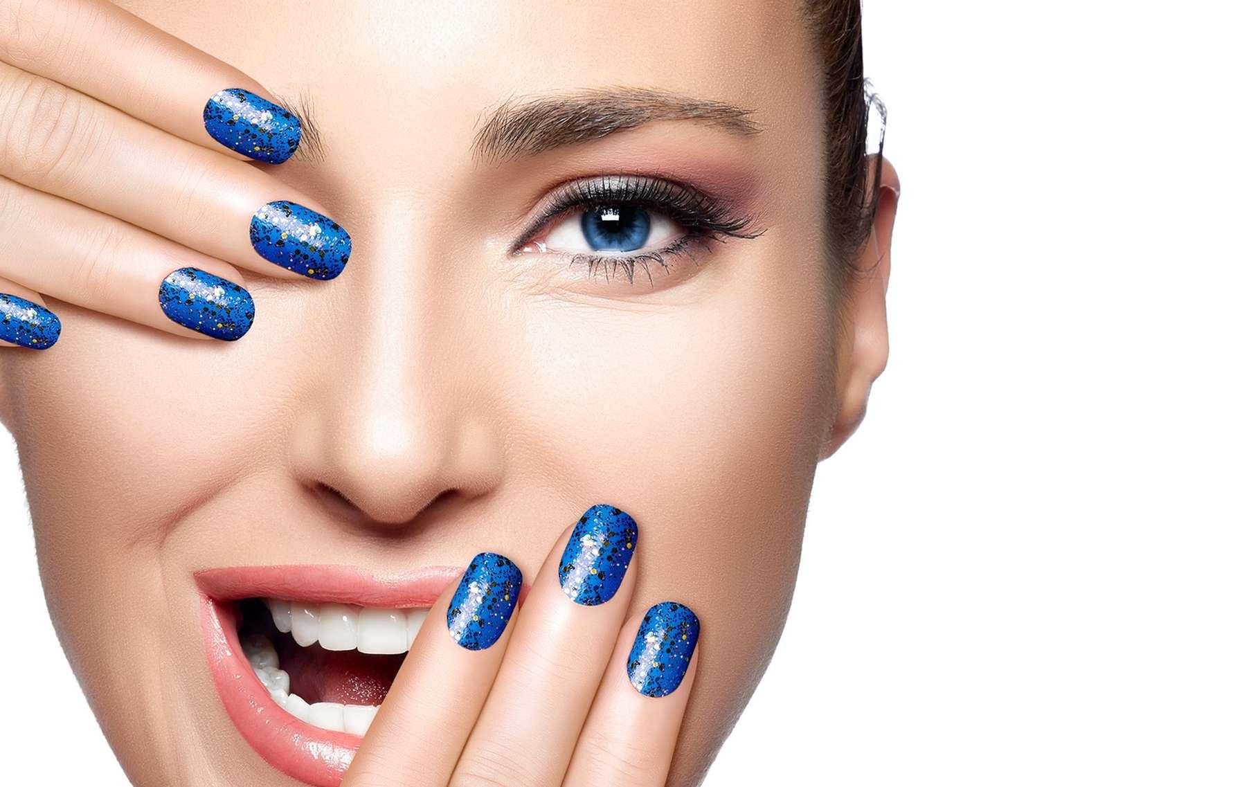 Se faire poser des faux ongles, bonne ou mauvaise idée ? © Casther, Shutterstock