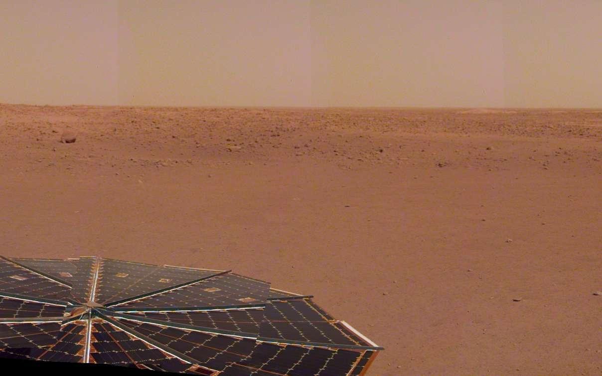 Panorama constitué à partir des images prises le 9 décembre 2018, quelques jours après son atterrissage sur Mars. © Nasa, JPL-Caltech
