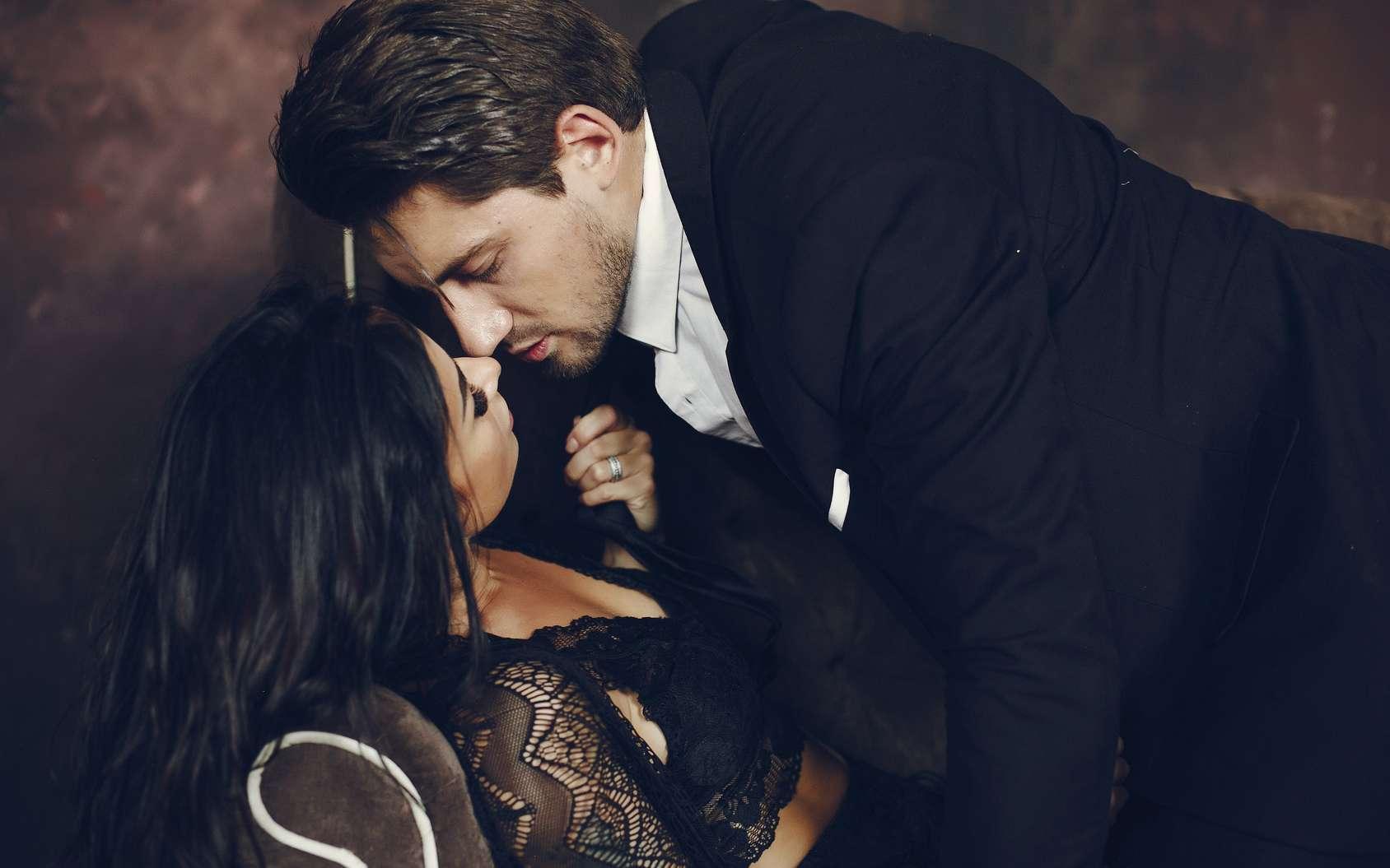 Pendant leur pic de fertilité, les femmes trouvent sexy l'odeur de sueur des hommes avec de forts taux de testostérone... © prostooleh, fotolia