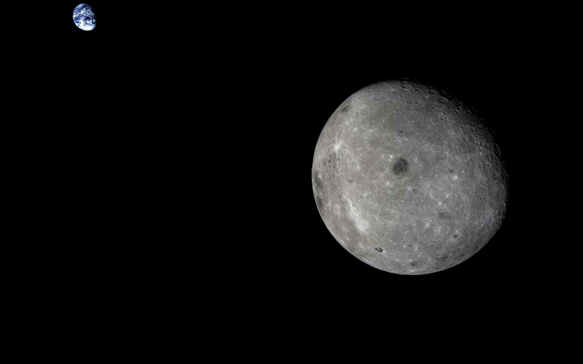 Ce cliché du système Terre-Lune est un des plus beaux acquis par un engin spatial. Nous le devons à Chang'e 5-T1, une sonde chinoise. Il nous montre la Lune sous un angle que nous, Terriens, n'avons pas l'habitude de voir, avec une partie de la face cachée. Un œil exercé reconnaîtra bon nombre des cratères d'impact, dont Tycho (le point lumineux à gauche). © CNSA