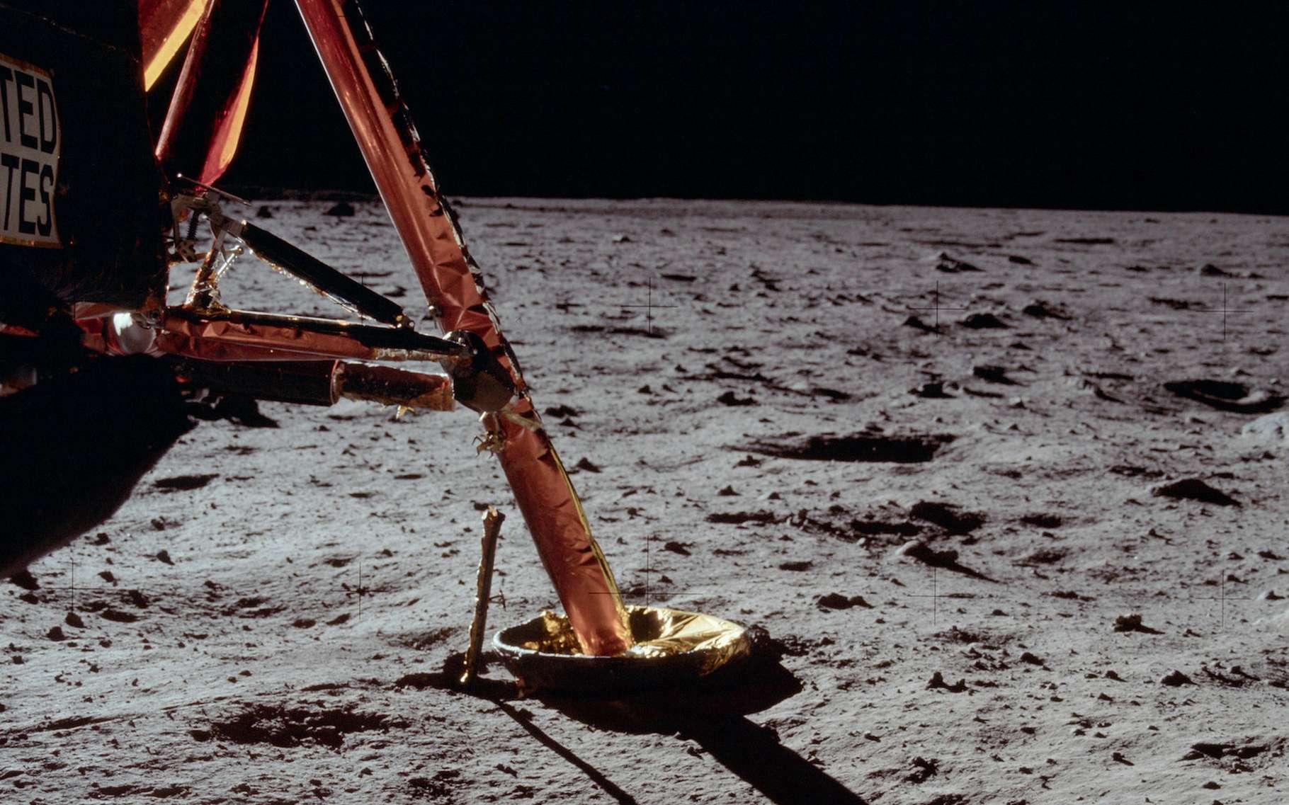Critères techniques et scientifiques se mêlent dans le choix d'un site d'atterrissage, ou d'alunissage comme celui d'Apollo 11 ici. © Project Apollo Archive, Flickr, Domaine public