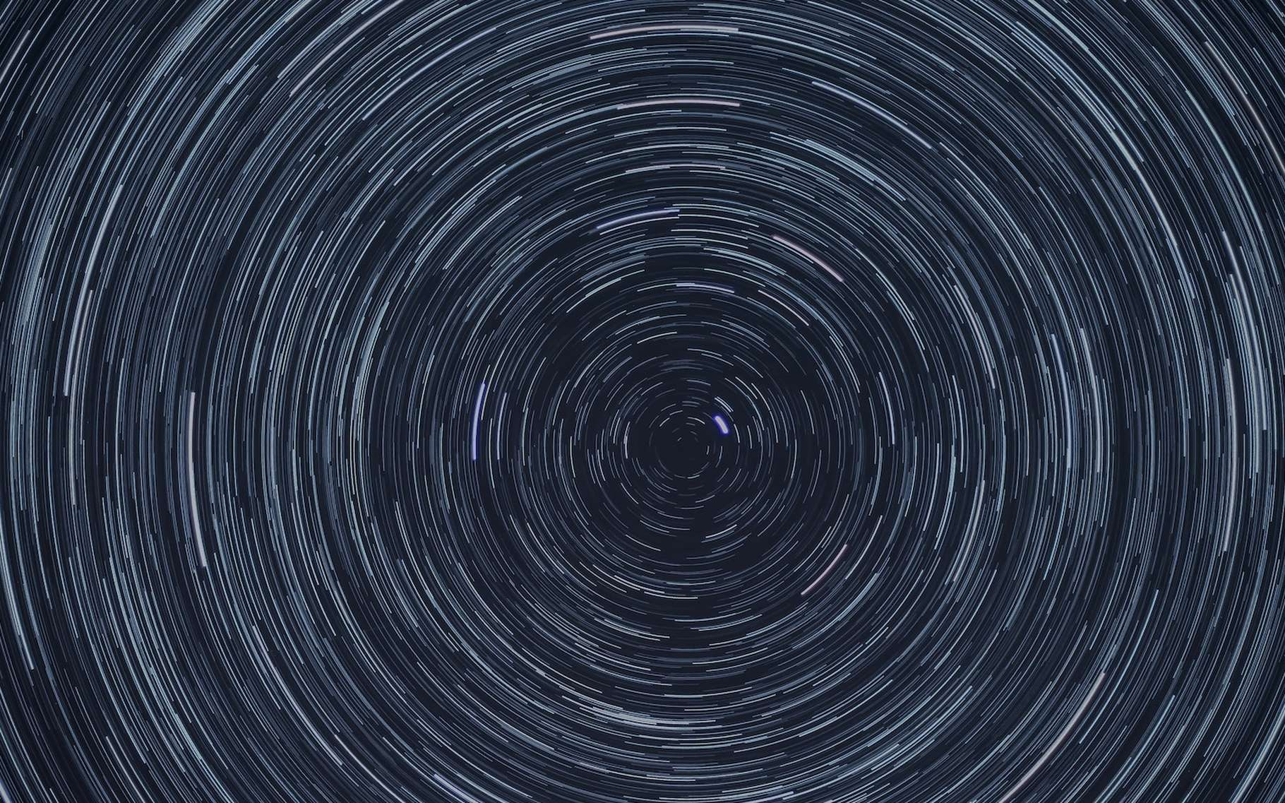 On appelle parallaxe, angle qui mesure le déplacement de la position apparente, d'une étoile notamment, dû au changement de position de l'observateur. © Patrick McManaman, Unsplash