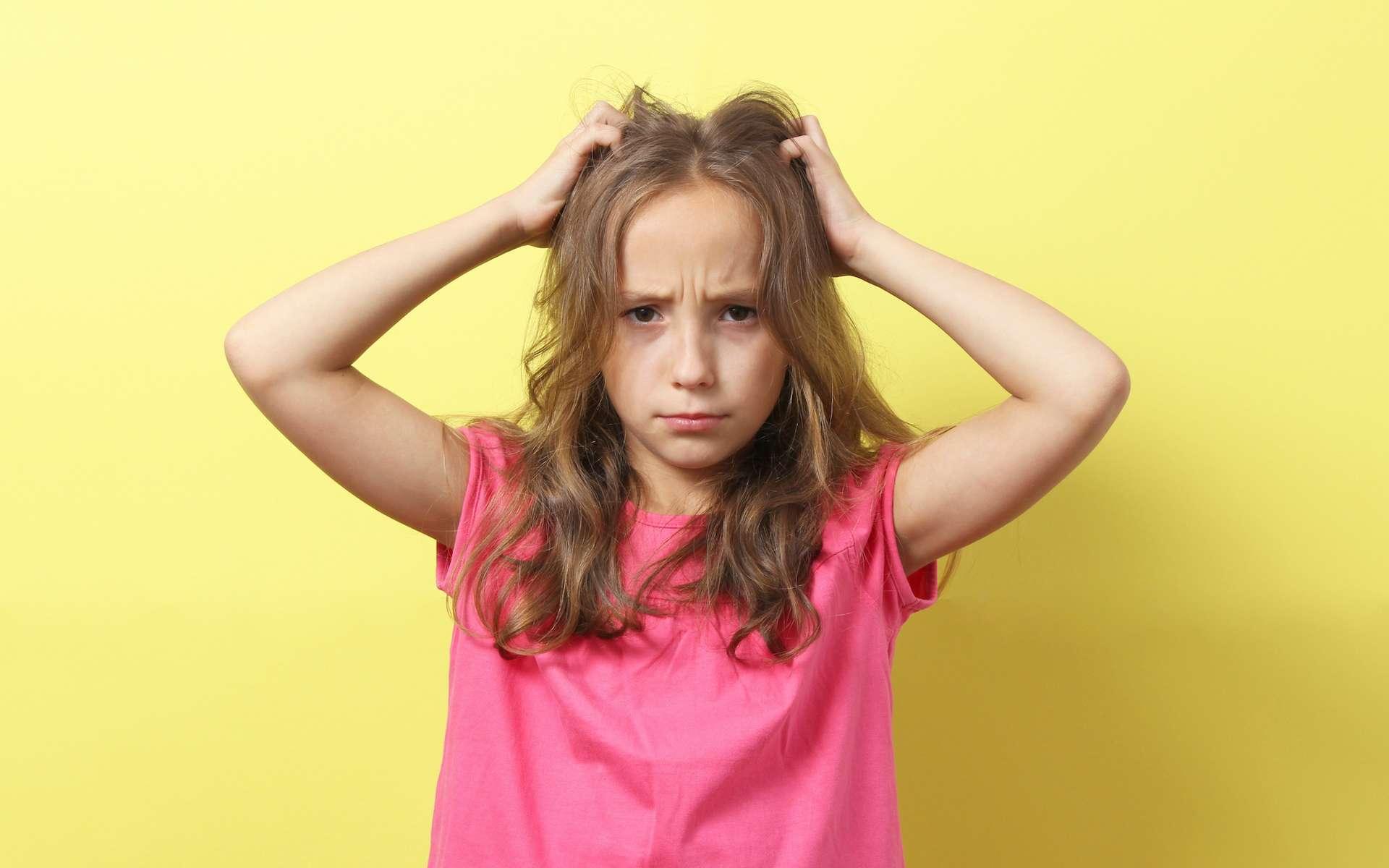 Chaque année, 20 % des enfants scolarisés sont touchés par les poux. © White bear studio, Adobe Stock